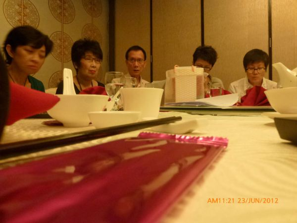 2012_06_23-annual-dinner-committee-meeting-food-tasting-002