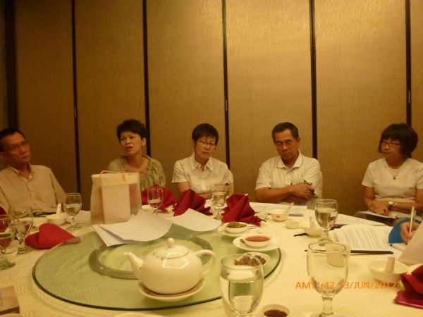 2012_06_23-annual-dinner-committee-meeting-food-tasting-009
