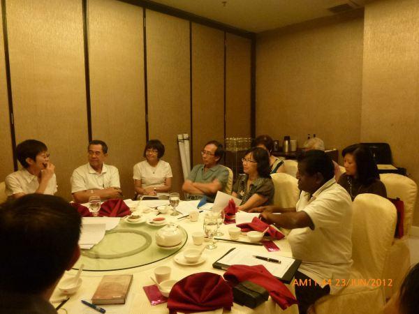 2012_06_23-annual-dinner-committee-meeting-food-tasting-010