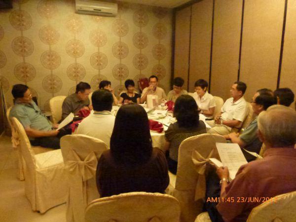 2012_06_23-annual-dinner-committee-meeting-food-tasting-013
