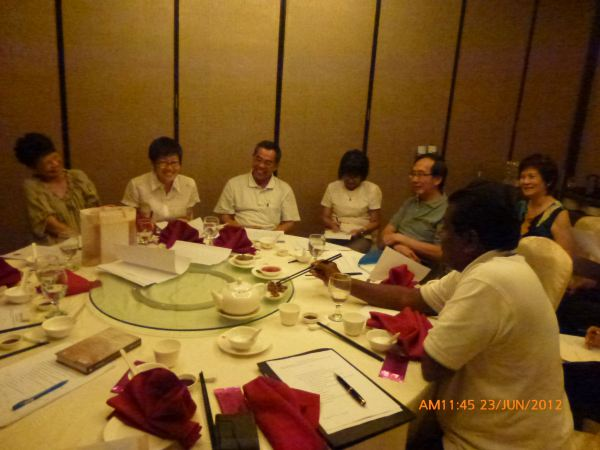 2012_06_23-annual-dinner-committee-meeting-food-tasting-014