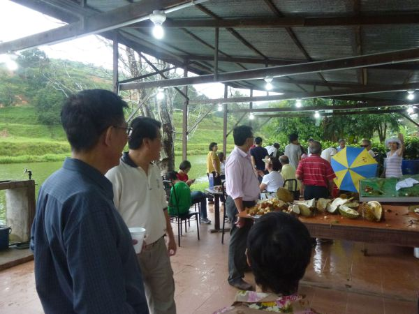 durian-feast-at-orchard-hgts-karak-2511-009